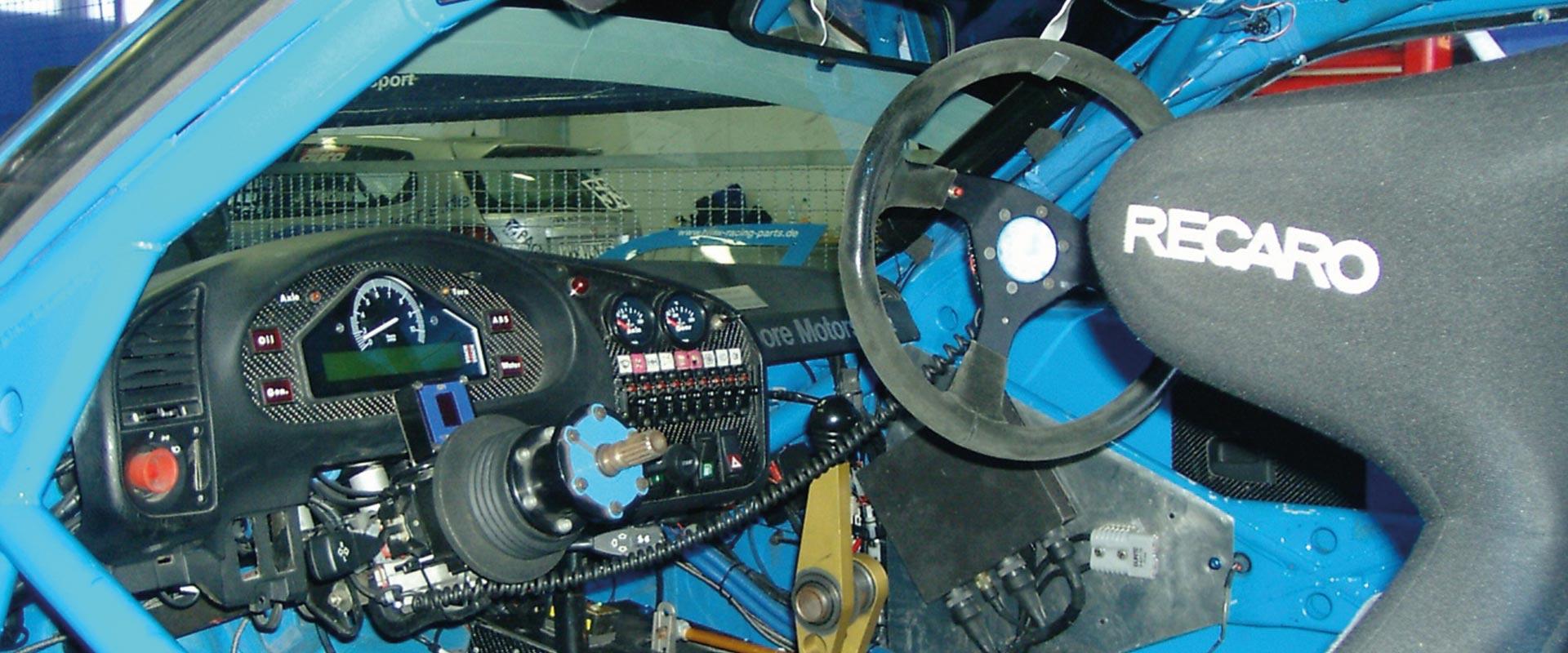 Cockpit eines Rennwagens